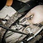 Naprawianie roweru multitoolem Leatherman