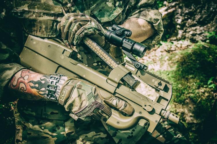 FN P90 Cybergun replika AEG magazynek