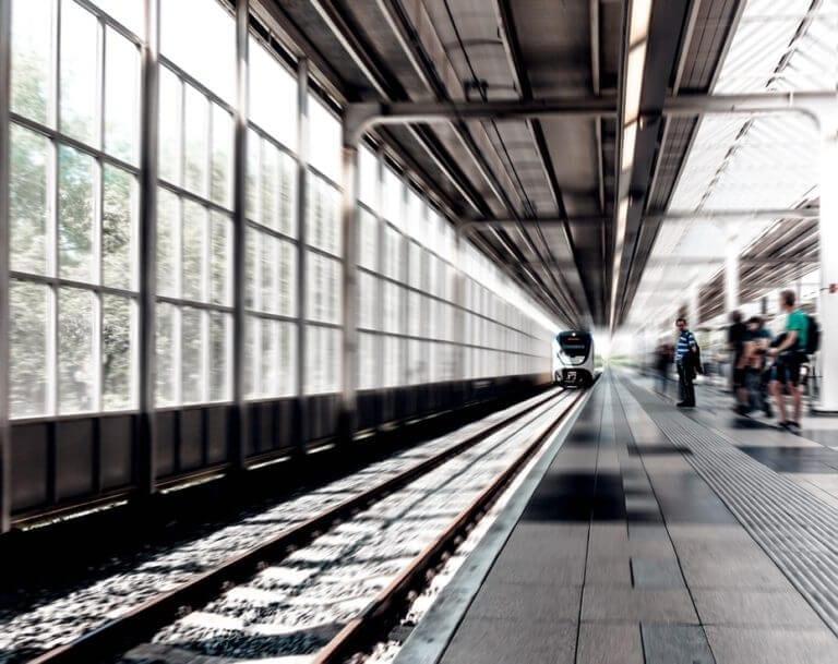 Nie daj się okraść w podróży, uważaj na dworcach i lotniskach na kieszonkowców