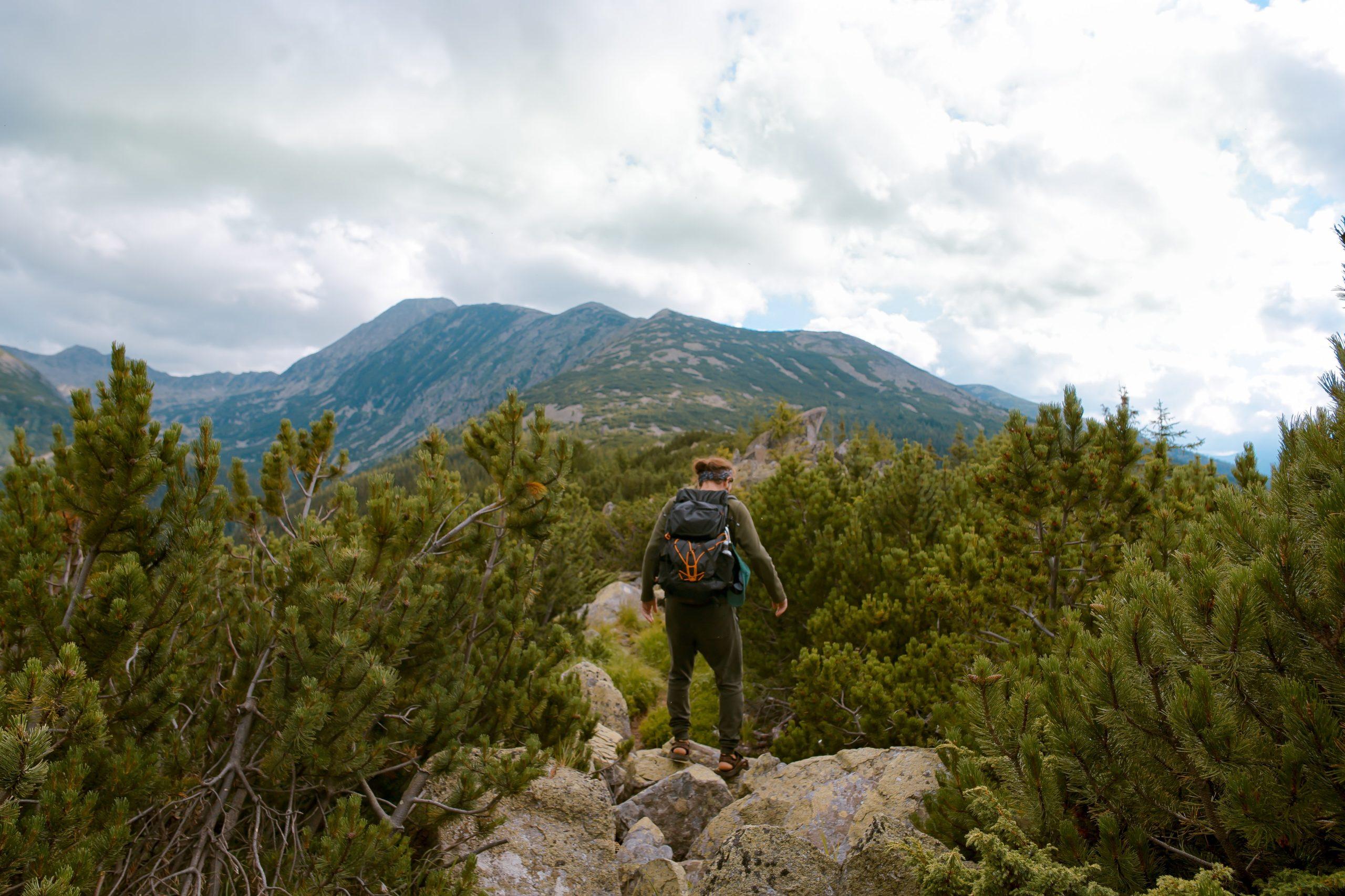 Letnie wędrówki. Co jest potrzebne w górach latem?