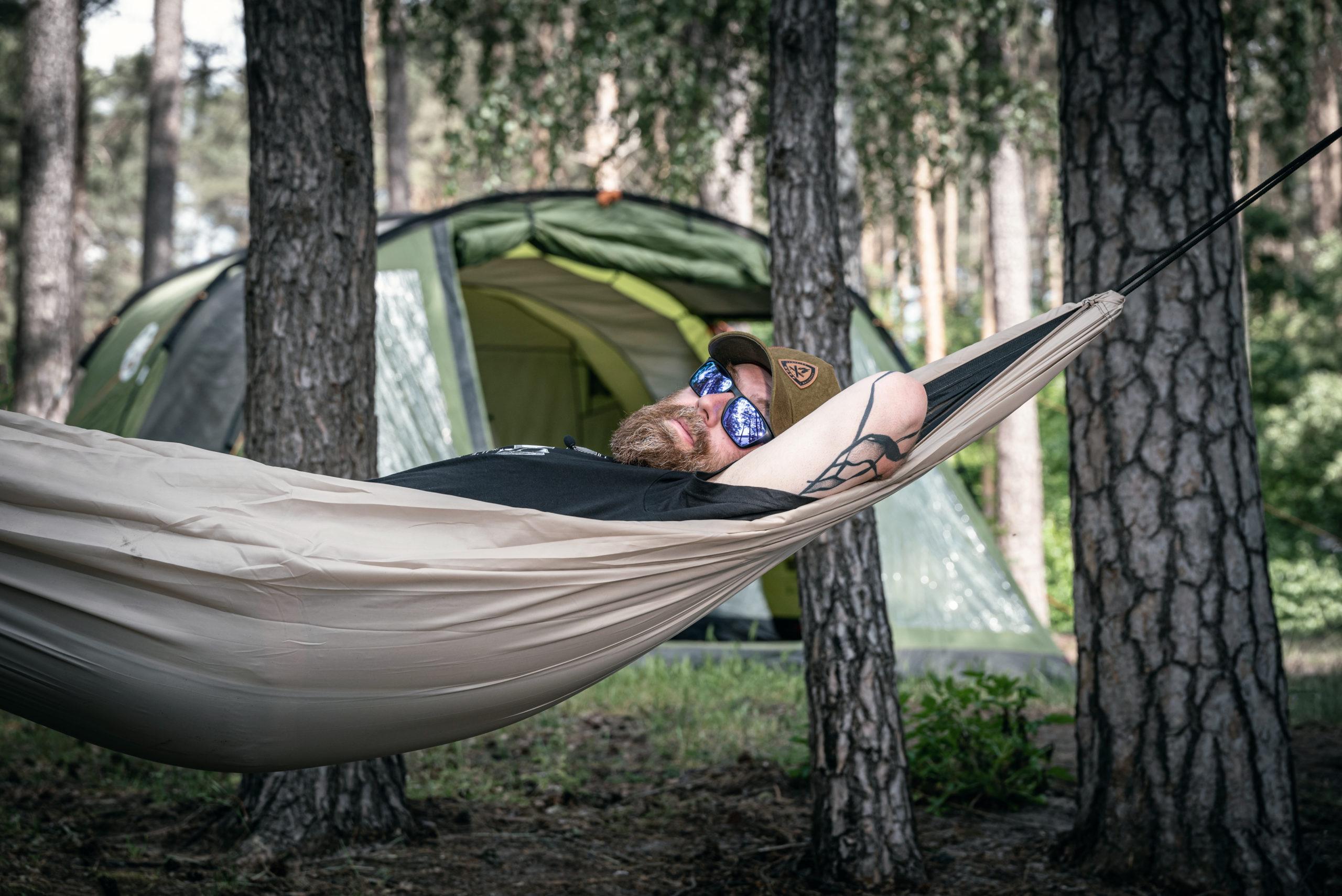 Namiot czy hamak. Co i kiedy najlepiej wybrać?
